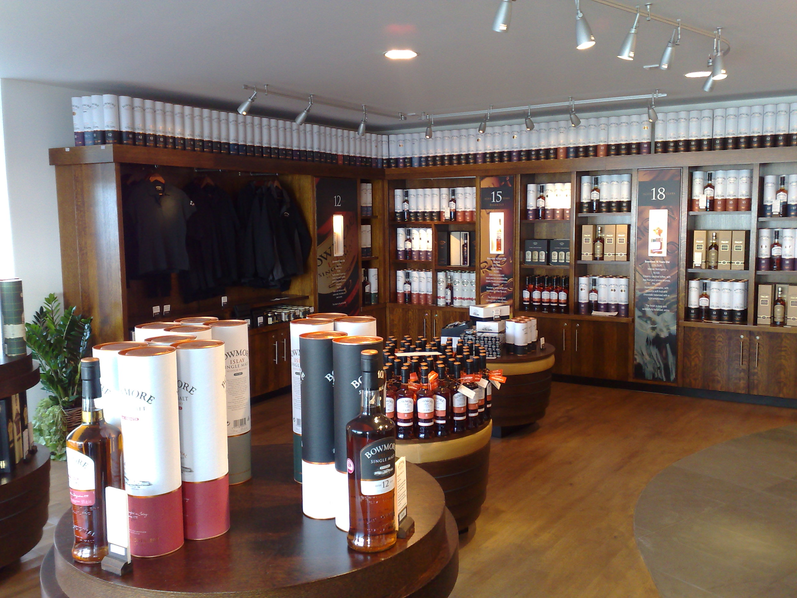 Bowmore shop at Bowmore distillery